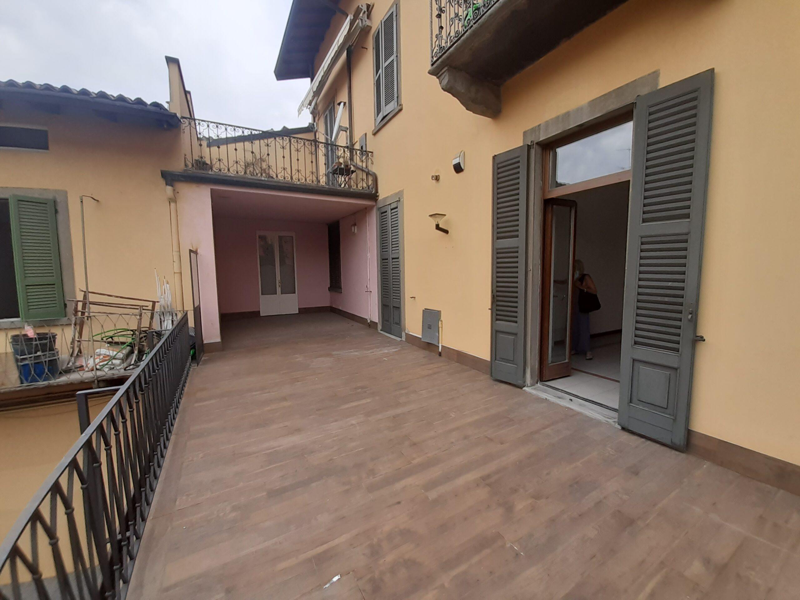 Signorile ampio trilocale Via Borgo S. Caterina